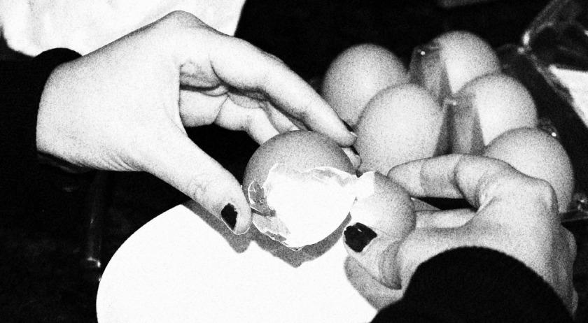 Cracking egg2
